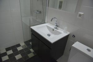 tweepersoonskamer wegkant douche